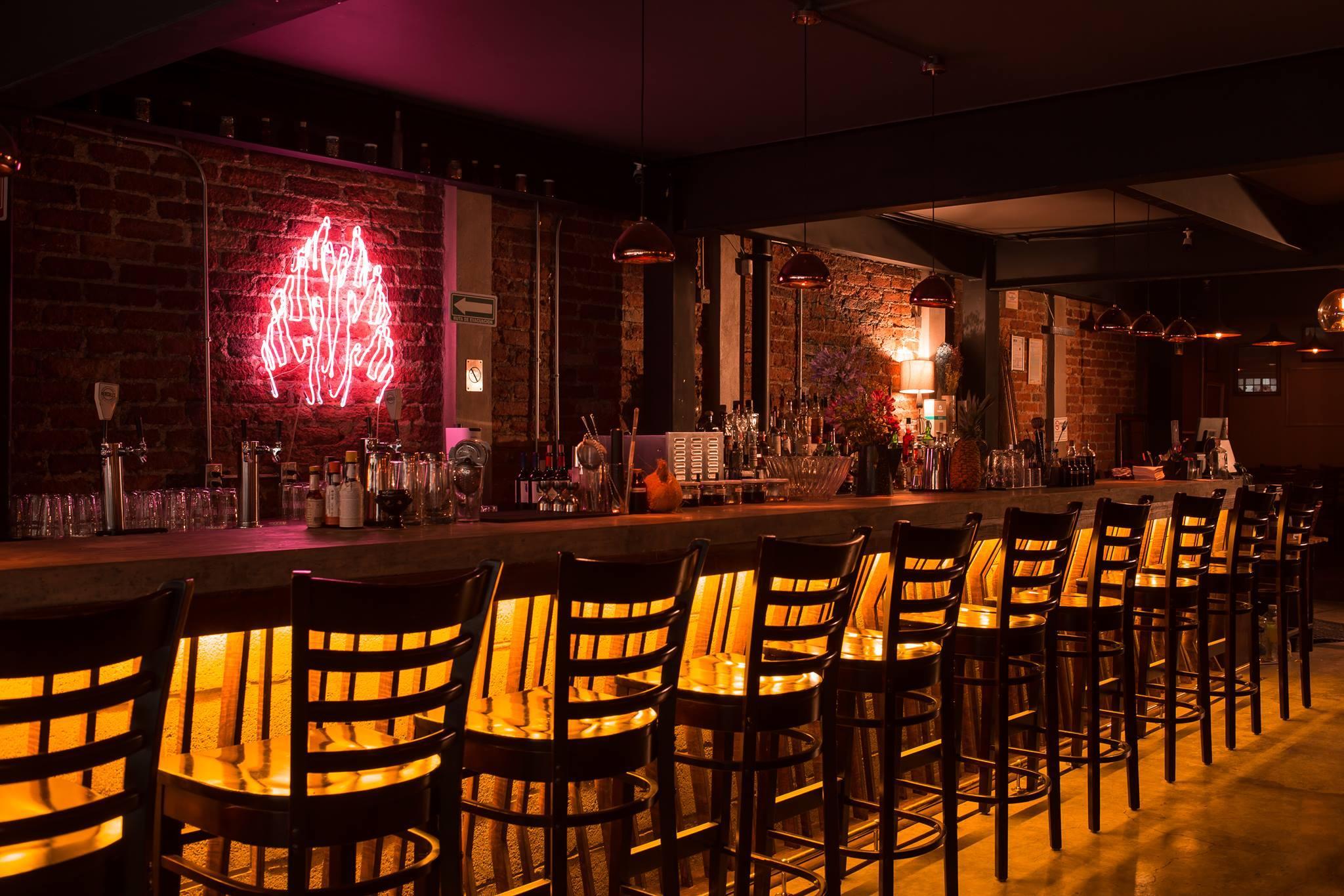 Pubs modernos trendy decoracion tematica bares cafe surf moderno original pubs retro vintage - Decoracion bares modernos ...