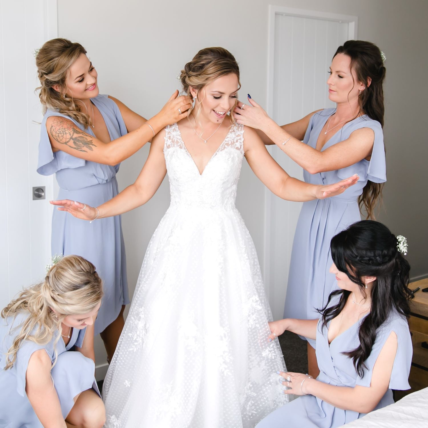 Natural bridal makeup-bridal party getting ready